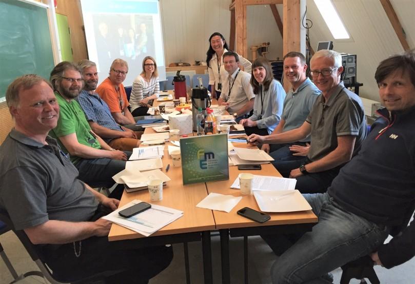 Senterleder og noen av forskerne i HydroCen etter at Forskningsrådet hadde offentliggjor at HydroCen ble FME - forskningssenter for miljøvennlig energi. Foto: Astrid Bjerkås
