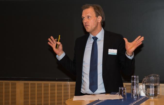 Divisjonsdirektør Fridtjof Unander i Norges Forskningsråd har høye forventninger til HydroCen. HydroCen er et av sentrene i Forskningsrådets ordning med forskningssentre for miljøvennlig energi (FME). Halvparten av HydroCens midler kommer fra Forskningsrådet, en fjerdedel dekkes av brukerpartnerne og en fjerdedel av forskningspartnerne. Foto: Øyvind Buljo, NTNU