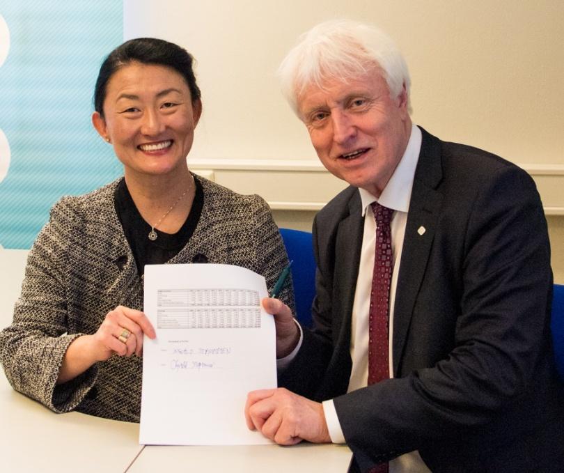 Signering konsortieavtale HydroCen Hege Brende og Ingvald Strømmen